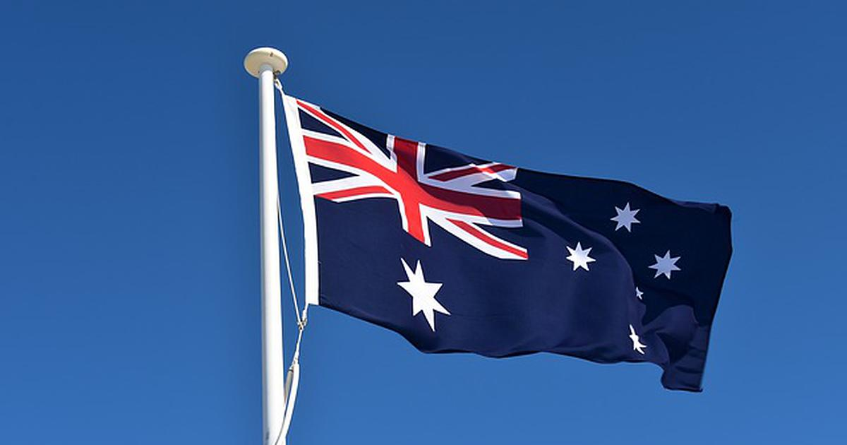 australia becoming a republic essay Whether australia should become a republic and whether to insert a  for a brief  overview see - h evans, 'essays on republicanism: small r.